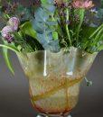 Vaas van geplooid glas