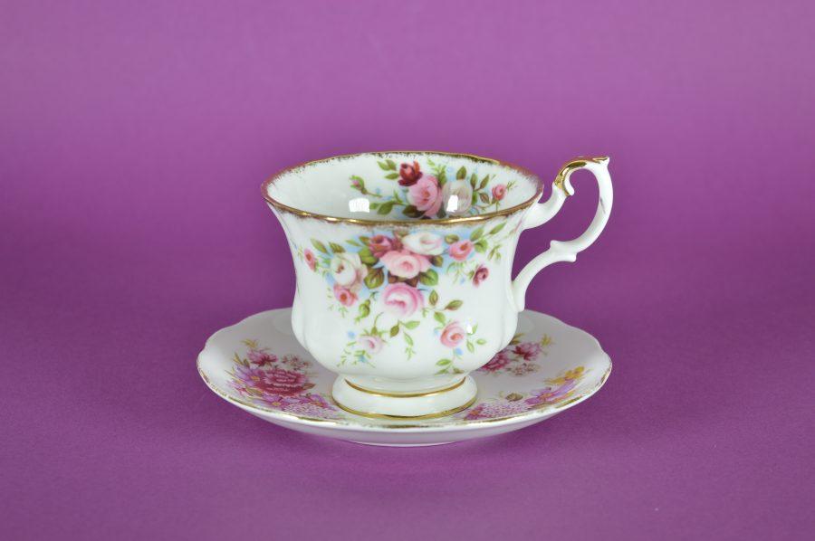 Royal Albert Servies Blauw.Royal Albert Cottage Garden Kopje En Queen Ann Schotel