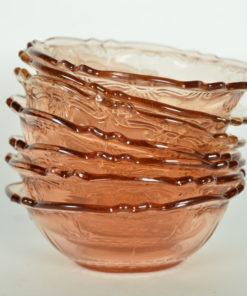 Schaal roze glas met bloem- of schelpmotief