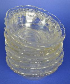 Schaaltje kleurloos glas met bloem- of schelpmotief